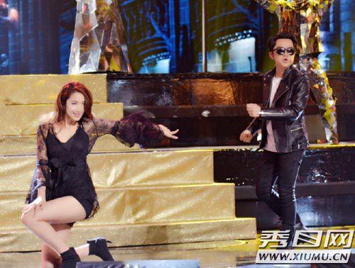 跨界歌王总决赛人人有奖? 王祖蓝请来妻子热舞助阵